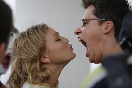 Одна з найпопулярніших пар російського шоу-бізнесу нещодавно побували в студії Івана Урганта, де обговорювали спільне життя та вагітність зіркової май