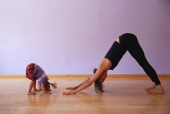 5 фітнес вправ для мами, які сподобаються вашому малюкові