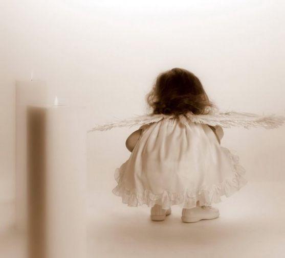 Перше причастя - дуже важливий момент у житті кожної дівчинки. Маленькі принцеси прагнуть виглядати чарівно, і це робить їх щасливими. Головне - у гон