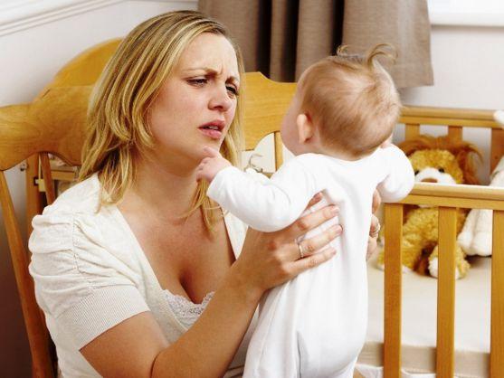 Часто молоді матуся в перший місяць після народження ніяк не можуть звикнути до нового статусу. Вони бояться, переживають, що не справляться. Багато х