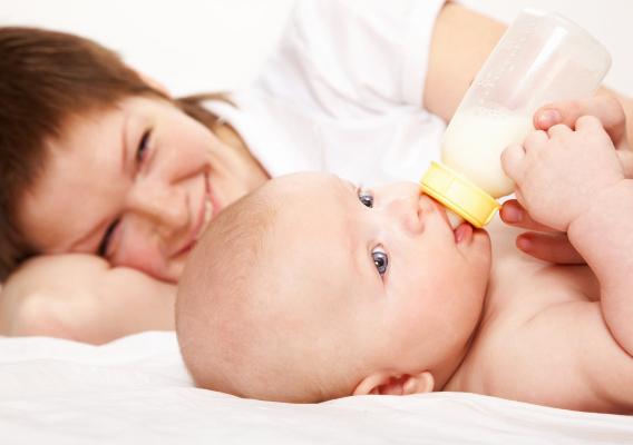 Педіатри з США переконані, що в 1-й рік життя немовляти нестача фізичного контакту з матір'ю може спровокувати відхилення у психічному та фізичному ро