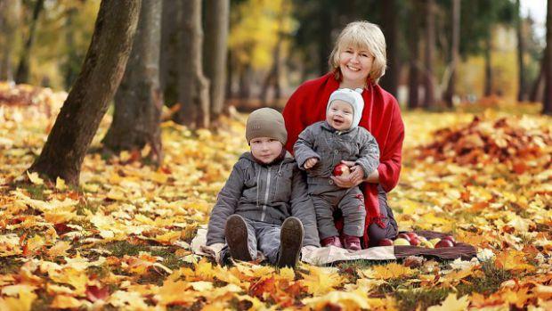Часто перед нами виникає питання: а що ж подарувати рідній матусі і люблячій бабусі на свято. Навіть не задумуємось, що наші малята теж хочуть докласт