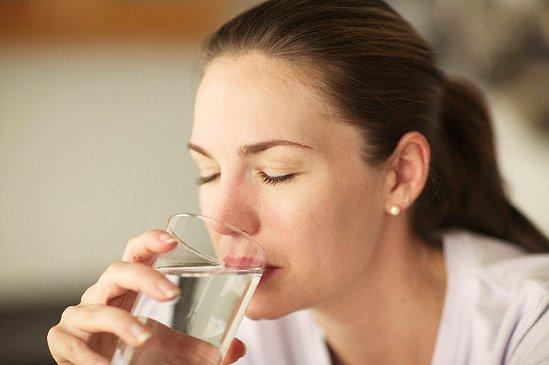 Часте вживання води постійно прописується всілякими дієтами для схуднення і вважається в цілому корисним. Однак, досі практично не перевірявся дослідн