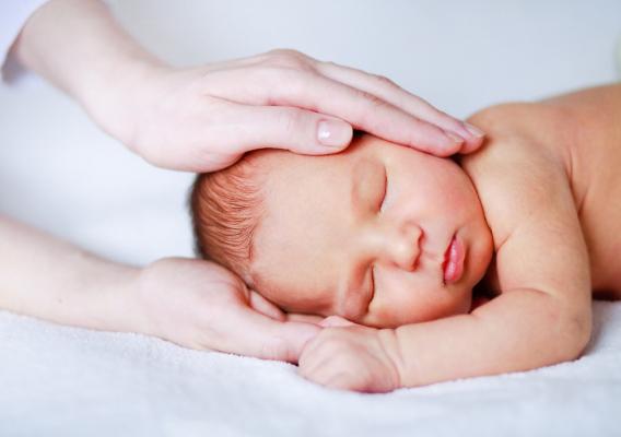 Педіатри кажуть, що говоріння уві сні практично не завдає ніякої шкоди психіці дитини. Навіть навпаки - таким способом вона швидше адаптується до навк
