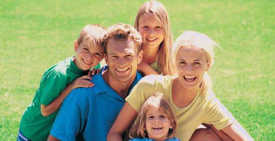На батьків з трьома дітьми вже дивляться як на майже божевільних. Що вже говорити про родини, де 4 дитини і бідьше... Чому українці бояться мати багат