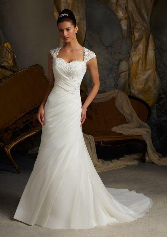 У день свого весілля кожна жінка мріє бути схожою на білу лебідку: таку ж тендітну, вишукану і ніжну. Тому й починаємо перед цим великим днем активно