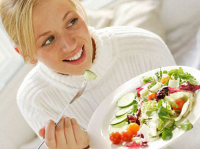 Фахівці з Нової Зеландії запевняють, що жінки можуть набрати зайву вагу тільки через те, що неправильно приймають їжу. Зокрема - занадто швидко їдять.