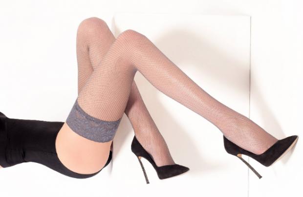 Итальянская компания Legs производит долговечные чулки с повышенной прочностью и сексуальным дизайном. Ее одежда посвящена умным и красивым женщинам с