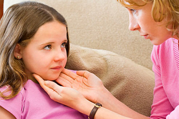 Які ж засоби від ангіни в домашніх умовах може порекомендувати лікар? І як їх використовувати?