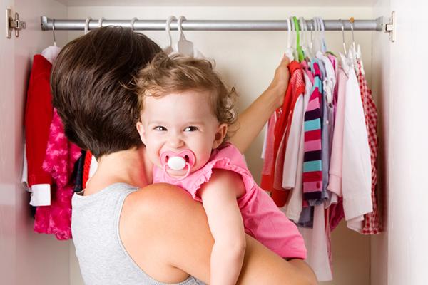 Часом батьки плутаються і натягають на малюка все, що бачать