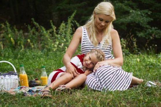 Відома телеведуча знялася з донечкою у спільній фотосесії.