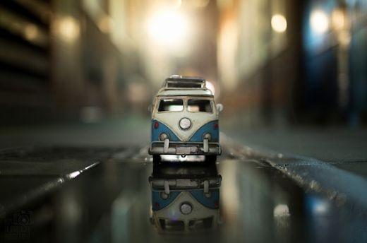 Креативний фотограф Кім Лоєнбергер сфотографував старі іграшкові автомобілі.Ці фото вийшли дуже милими, наповнені теплою ностальгією.