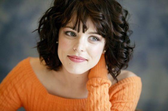 Цій молодій голлівудській акторці справді личать різні зачіски та образи. Вона, без перебільшення, є улюбленицею стилістів і володіє універсальною зов