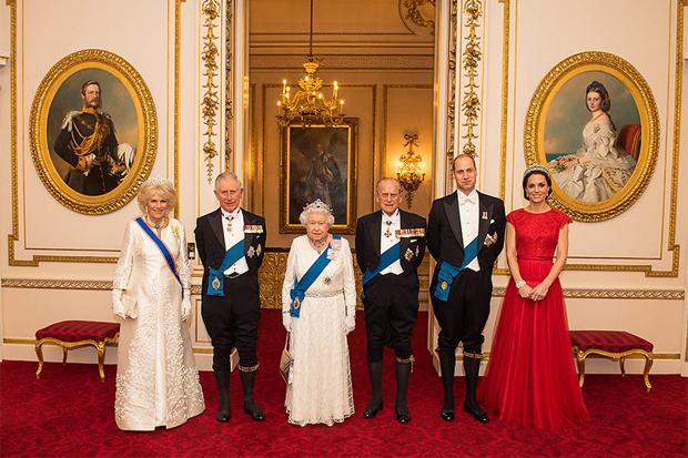 У мережі з'явилися нові офіційні фотографії британської королівської сім'ї.