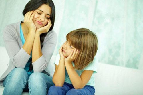 Батьки не встигають оглянутися, як їхня донечка уже перетворилася на підлітка. Її тіло змінилося і психологічний стан також. Питання про те, як розпов