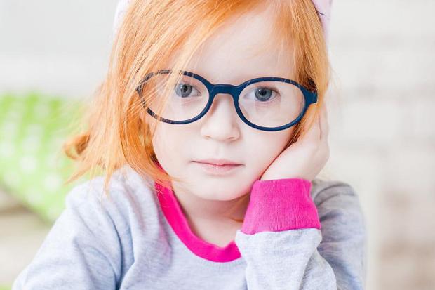 Щоб очки вашого малюка були здоровими, а зір не підводив - зробіть невелику зарядку, а заодно і пограйтесь, буде цікаво!