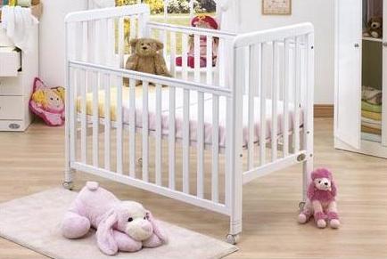 Молодим батькам дуже важко обрати ліжечко для малюка. У магазинах вибір величезний - очі розбігаються. Є чарівні маленькі ліжечка , а є досить масивні