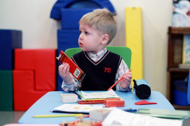 Серед батьків поширена думка, що дівчаток варто давати до школи швидше, ніж хлопчаків, бо розвиваються вони активніше.