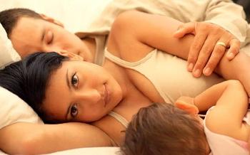 Жінка, яка годує грудьми, має вибирати з трьох основних категорій контарцептивів: негормональні, комбіновані і прогестинові контрацептиви .