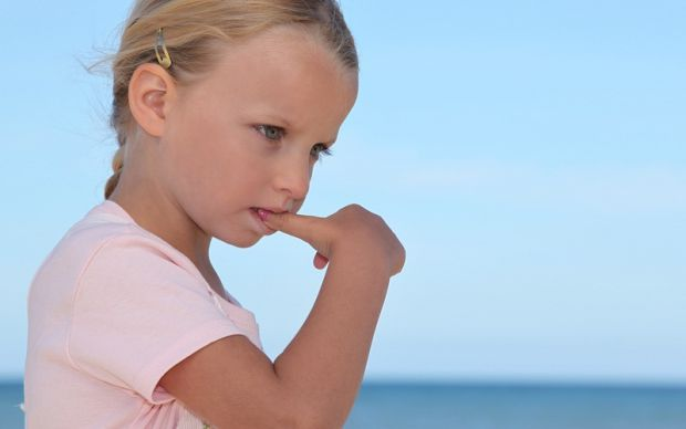 Як показує статистика, гризуть нігті понад 30-50% дітей. Ця звичка не те, що не корисна, - вона просто шкідлива для здоров'я: зубами часто пошкоджуєть