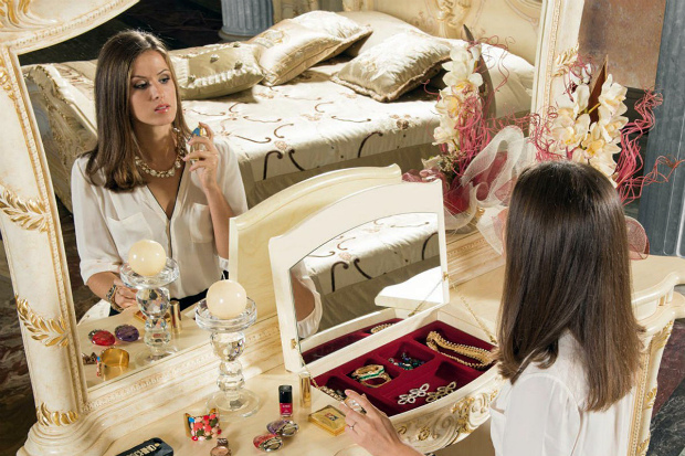 В спальне каждой женщины должны обязательно быть несколько очень важных, нужных и практичных вещей. Что именно стоит приобрести и зачем вам это нужно?