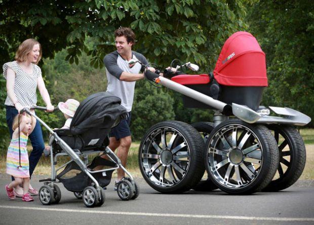 При виборі коляски для новонародженого не варто поспішати. Уважно вивчіть всі факти, порадьтеся з молодими мамами. Адже перші 6-7 місяців дитина прово