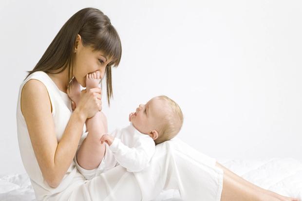 Очень часто женщины, которые совсем недавно стали мамочками, ну прям таки ничего не успевают. Ведь теперь большая часть времени тратится на уход за ре