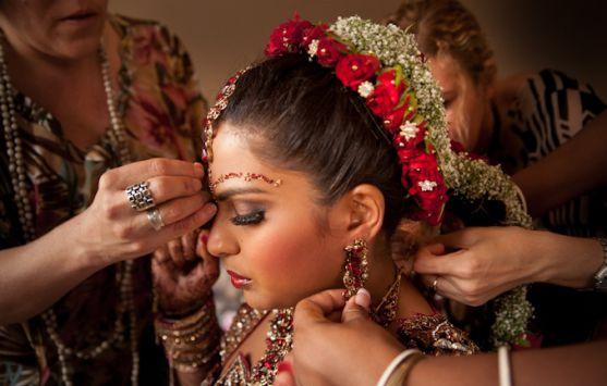 Не тільки сукні в європейському стилі популярні та актуальні сьогодні. Незважаючи на усю традиційність, весільні сукні східного стилю завжди вирізняти