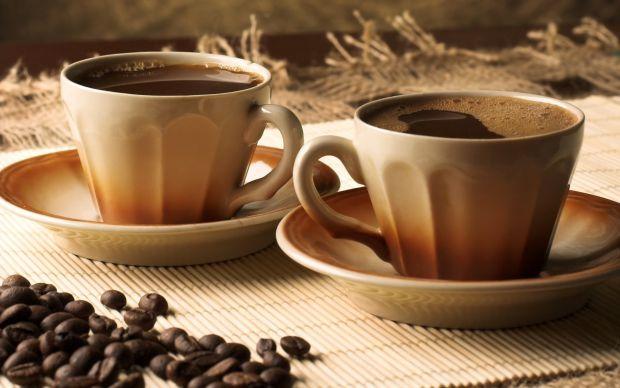 Медики з Великобританії опублікували невтішні результати свого дослідження - розмір грудей залежить від кількості випитих ними філіжанок кави.