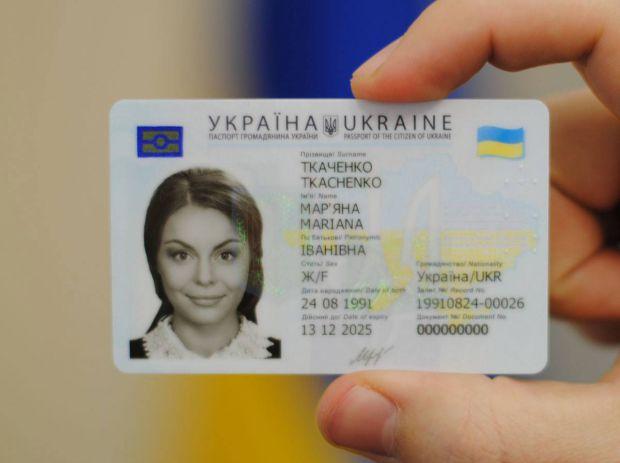 Президент Петро Порошенко підписав закон щодо запровадження нових пластикових внутрішніх паспортів (ID-карток), які починають видавати з жовтня 2016 р