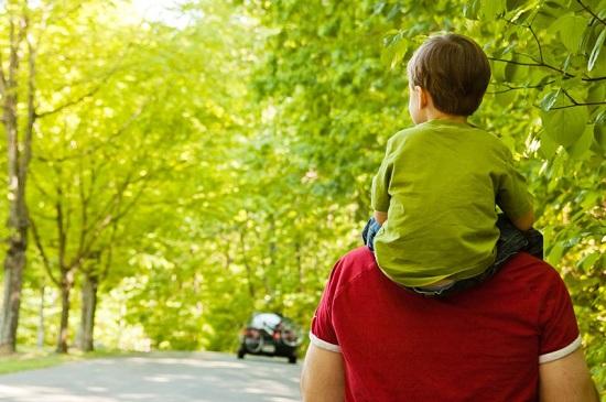 Виховання хлопчиків - не жіноча справа. Так вважали в стародавній Спарті і тому рано відокремлювали синів від матері, передаючи їх на піклування вихов