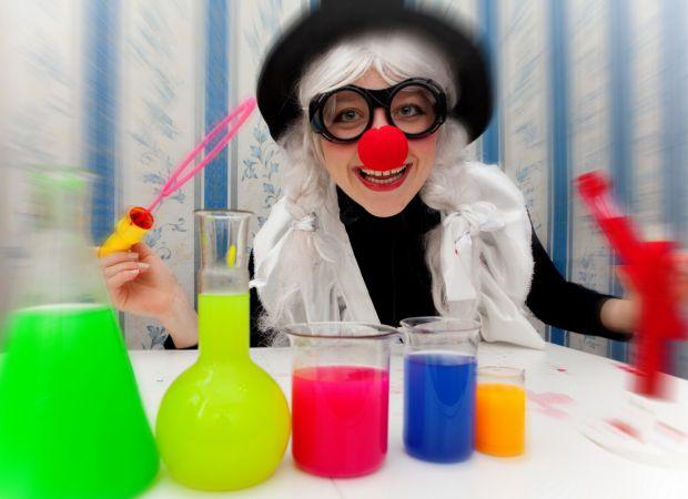 Що може бути захопливішим для малюка, ніж цікаві трюки. Та продемонструвати їх можете і ви, а не тільки професійні циркачі.