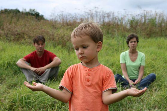 Адже розлучення батьків - це завжди удар. Як спробувати його полегшити - розповідає суперняня Джо Фрост.