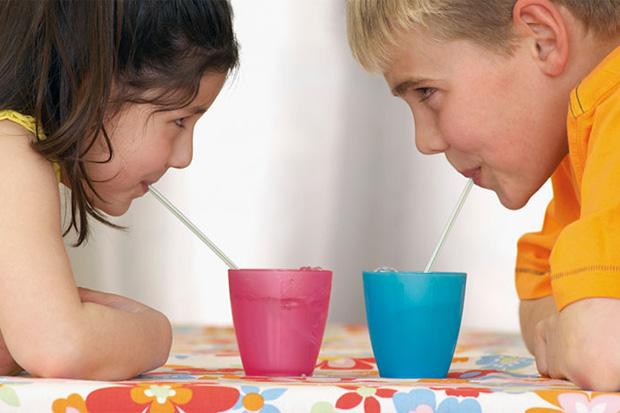 Ми розповімо про головні причини привчити дитину пити воду! Повідомляє сайт Наша мама.