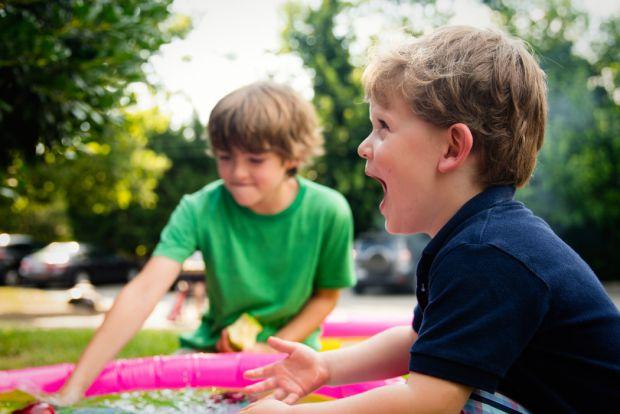 Место в муниципальном детском саду достается нам бесплатно. Не учитывая постоянные поборы на шторы, альбомы и игрушки. Когда выбираешь частный детский