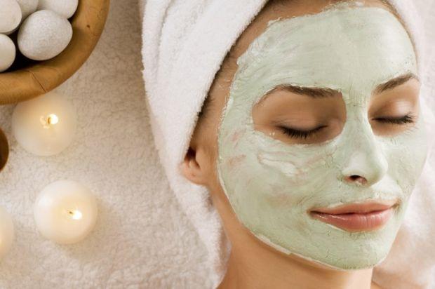 Щоб позбутися зморшок, або надокучливих вугрів, не варто робити пластику обличчя, можна в домашніх умовах боротися із