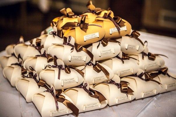 В интернет-магазине «Event cards» представлен широкий ассортимент аксессуаров для торжественных мероприятий и свадеб, пригласительных и подарков по до
