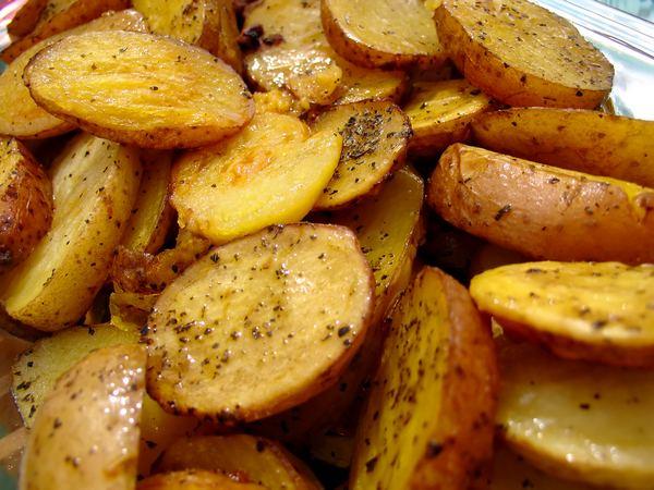 Коли не вистачає сонячного світла, у зимовий час медики радять частіше споживати смажену картоплю.