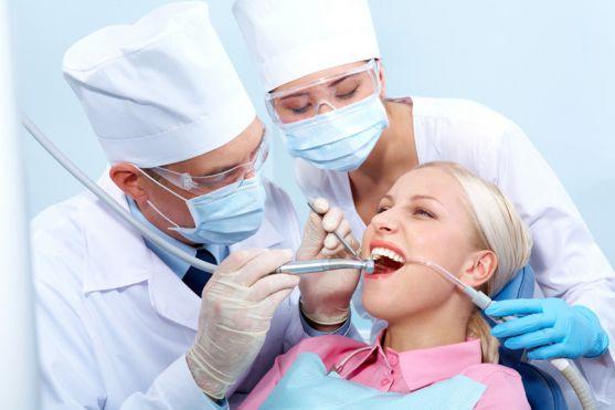 Лікарі стверджують, що вагітним потрібно лікувати зуби. Тому що будь-який запальний процес в порожнині рота не просто викликає дискомфорт у майбутньої