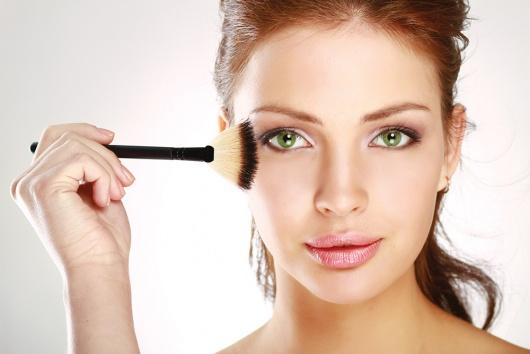 Британські та американські медики провели ряд досліджень і мають невтішний висновок: регулярне застосування косметичних засобів (незалежно від їх варт