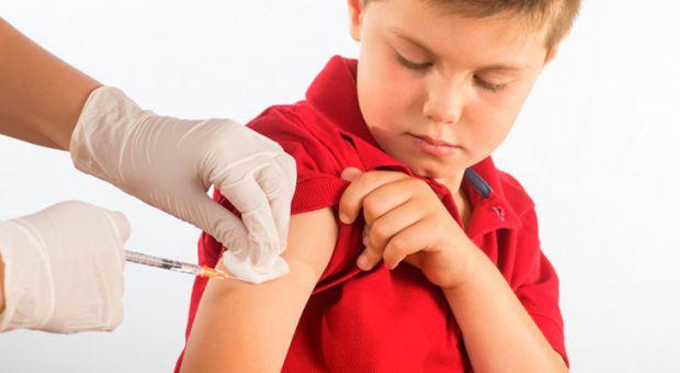 Практично у кожної дитини виникає алергія після щеплення, але її можна уникнути, якщо завчасно попередити педіатра про деякі фактори.