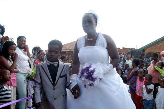 Це весілля є найнезвичнішим у світі. Адже цей шлюб є найбільш нерівним, серед усіх, які тільки можуть бути.