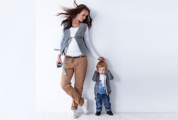 Будущим мамам нередко бывает сложно выбрать для себя наряд: то давит, то там неудобно, а то все просто висит на ней. Конечно, в этом есть доля гормона