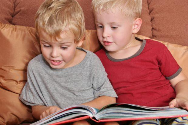 Чи можна дитині вивчати кілька мов одночасно? Як це вплине на подальший розвиток малюка?