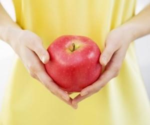 Процес настання місячних після пологів пов'язаний з часом годування дитини грудьми.