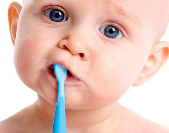 Молоді матусі знають, як важко, коли у дитинки починають різатися зубки.Але не кожна мама знає, як можна допомогти малюкові.Про це детальніше у нашому