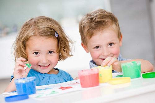 Той чи інший колір розповість про емоційній стан малюка та його характер. А зміна улюблених кольорів дитини допоможе батькам розібратися у її настроях