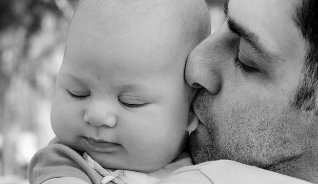 Існує помилкова думка, що для дитини важлива мама на перших етапах розвитку, а без батька можна й обійтися. Але, якщо малюк недоотримує батьківської л