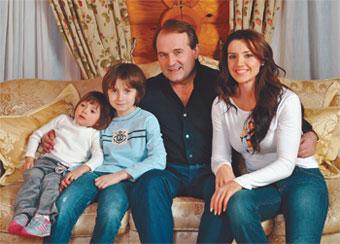 Найкрасивіша телеведуча України виховує двох дітей. Вона встигає сяяти на телеканалі