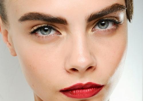 Гарні та доглянуть брови - це важлива частина макіяжу, тож їм необхідно приділяти достатньо уваги.
